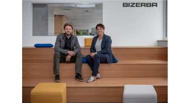Andreas Kraut (CEO Bizerba) und Angela Kraut (VP Finance & Controlling) within the New Work area at Bizerba headquarters
